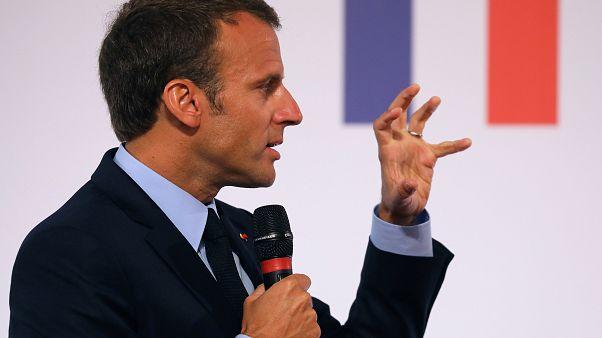 Macron promet du concret pour les banlieues