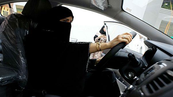 السعودية توسع حملة احتجاز نشطاء حقوقيين من الجنسين