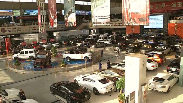China vai reduzir tarifas sobre importação de automóveis de 25% para 15%