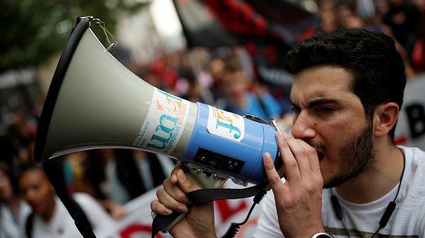 140 Demos: Franzosen streiken gegen Verwaltungsabbau