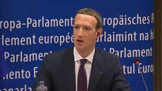 Zuckerberg AP'de özür diledi