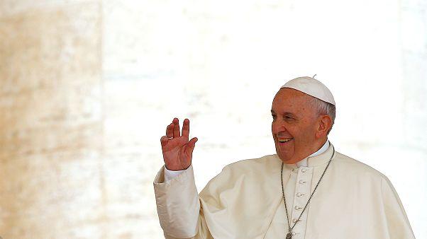"""البابا فرانسيس يخبر مثلياً أن """"الله يحب المثليين"""""""