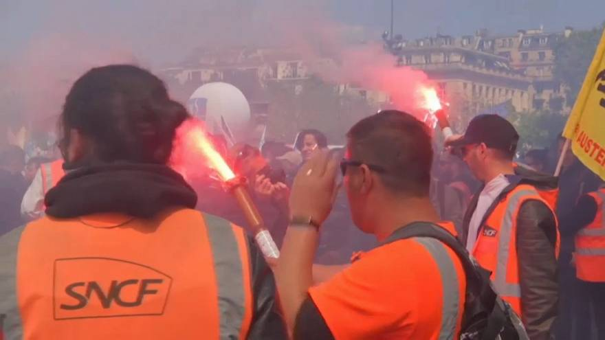 Francia, l'opinione del sindacato sull'ondata di scioperi che paralizza il paese