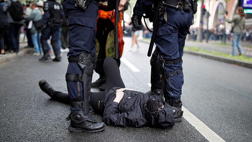 Policiers sur les dents, violences en marge de la manifestation parisienne