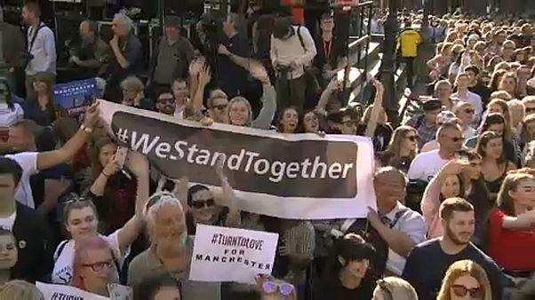 Manchester: Emlékezés a terrortámadás áldozataira