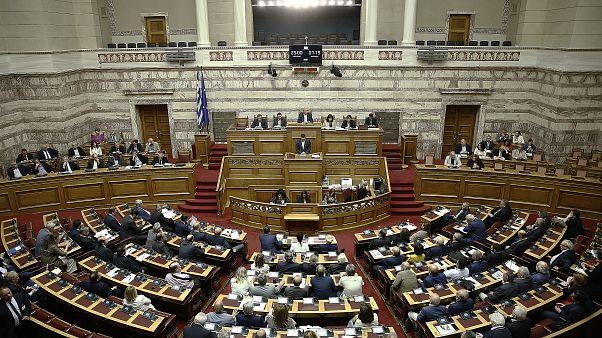 Κόντρα στη Βουλή για την οικονομία