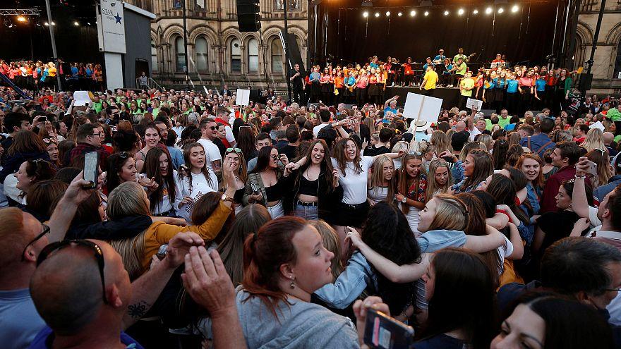 Manchester saldırısı kurbanları anıldı