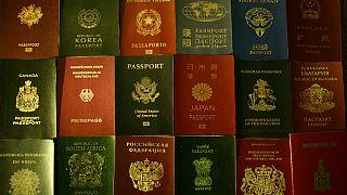 مجموعة من جوازات السفر