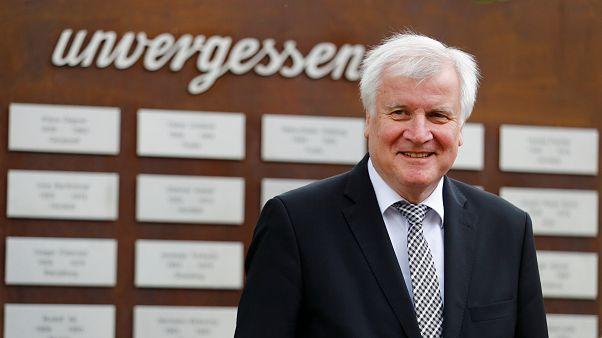 وزير الداخلية الألماني هورست سيهوفر - المصدر :رويترز