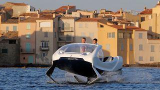 Yenilikçi Fransız şirket uçan deniz taxisi Seabuble'ı suya indirdi