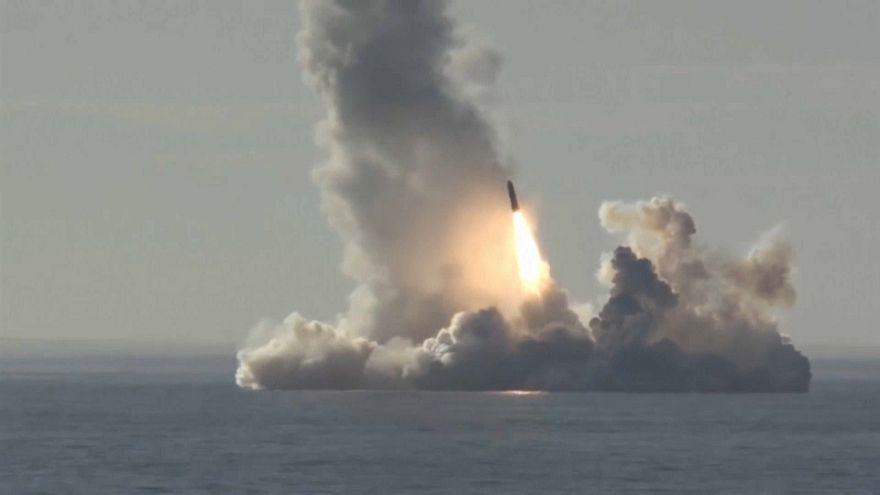 Rusia dispara con éxito cuatro misiles desde el agua