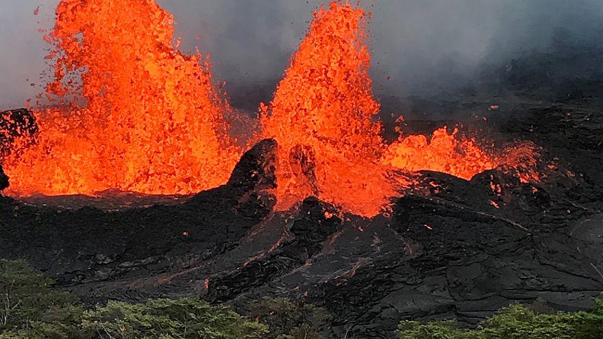 Hawaii'de yanardağdan akan lavlar jeotermal santrale ulaştı
