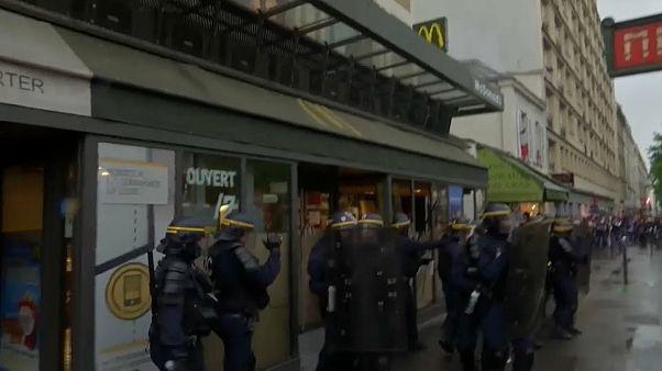 Confrontos entre as autoridades e jovens em Paris