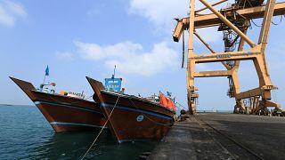 قوات التحالف في اليمن تدمر زورقين للحوثيين