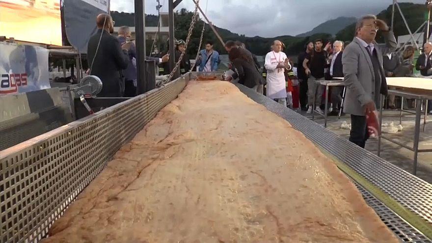 Napolili ustalardan rekor boyutta pizza