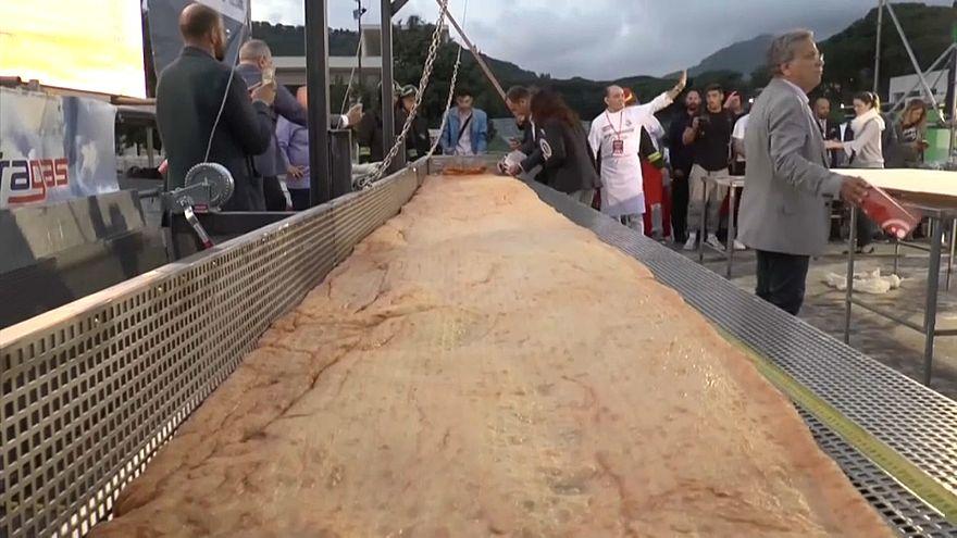 Cамая длинная пицца в мире!