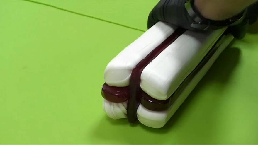 الحلوى مصنوعة يدويا، بنكهات وألوان مختلفة