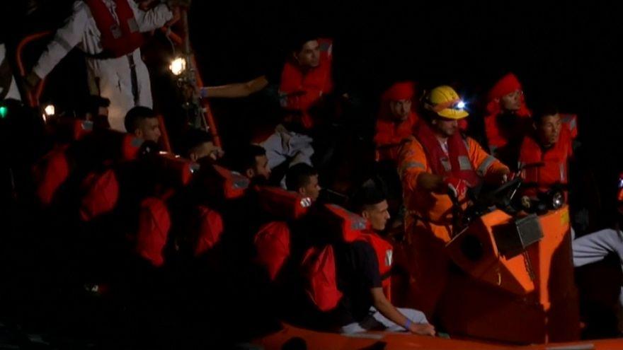 Tunisia, bloccato peschereccio diretto in Italia con 128 a bordo
