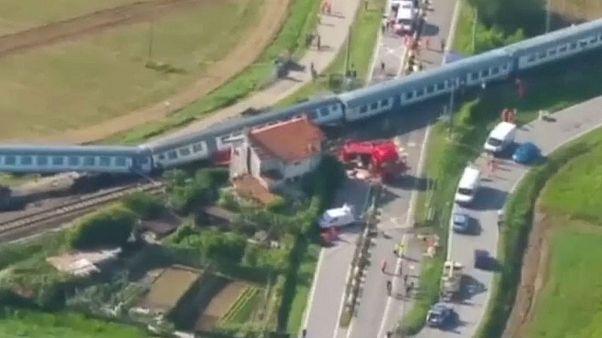 قتيلان وجرحى في حادث اصطدام قطار بشاحنة نقل بضائع في إيطاليا