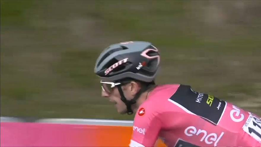 Rivais atacam e 'apertam' liderança de Simon Yates no Giro