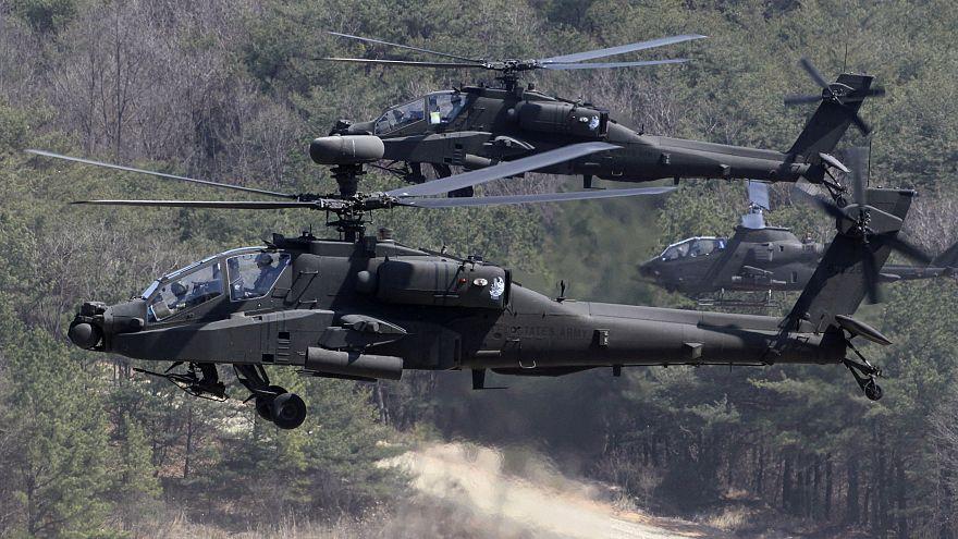 """مروحية عسكرية سمتية أميركية من طراز """"أباتشي"""""""