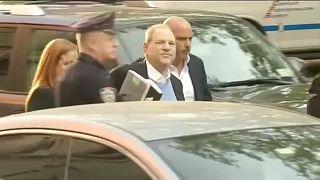 Feladta magát a rendőrségen Harvey Weinstein