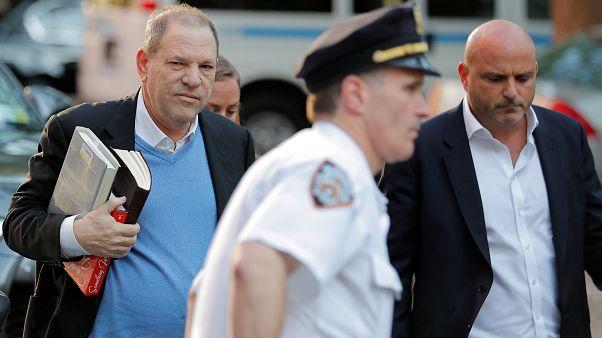 Frau führt Weinstein (66) ab, aber er kommt gegen 1 Mio Dollar  Kaution frei