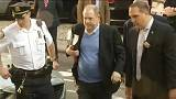 Harvey Weinstein New York'ta polise teslim oldu