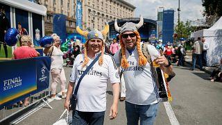Conoce a los habitantes de Kiev ofreciendo sus sofás gratis a madridistas