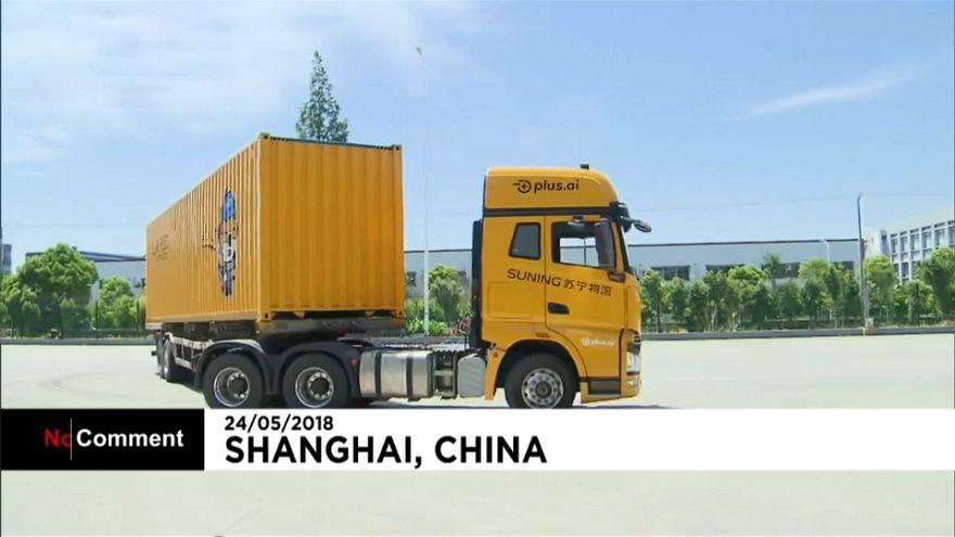 Çin'de şoförsüz TIR deneme sürüşüne çıktı
