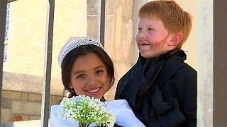 Kinder in den USA werden zum königlichen Hochzeitspaar
