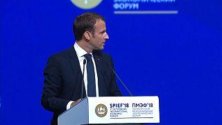 'Facciamo gioco di squadra'. L'apertura di Macron a Putin