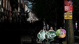 Ír népszavazás az abortuszról: magas részvétel