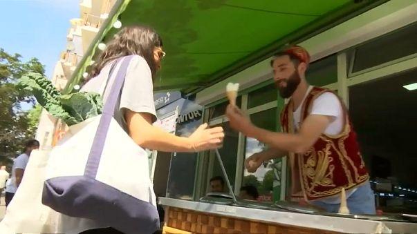 مع ارتفاع درجات الحرارة في برلين الألمان يقبلون على المثلجات التركية