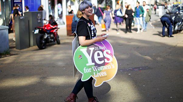 Svolta in Irlanda, sì all'aborto