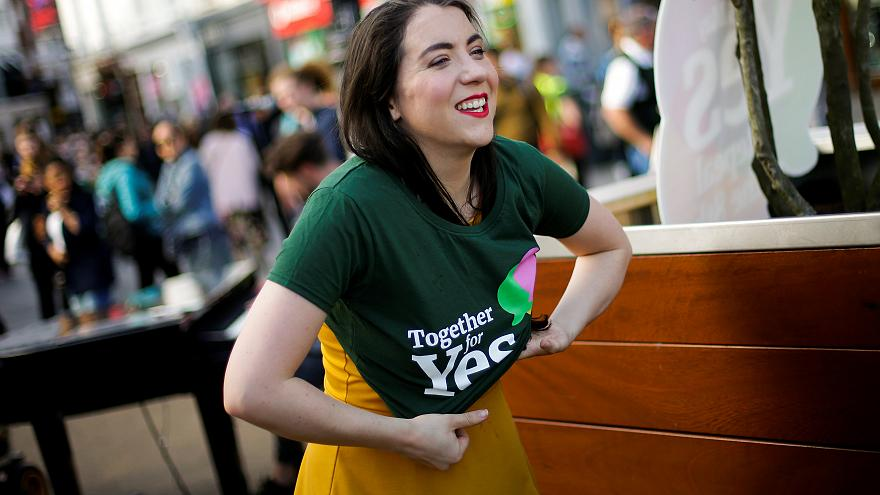 """Le large """"oui"""" irlandais à la légalisation de l'avortement"""