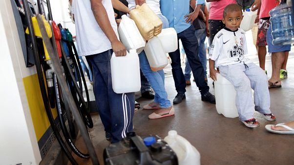 Kein Sprit, kaum Lebensmittel: Proteste der LKW-Fahrer legen Brasilien lahm