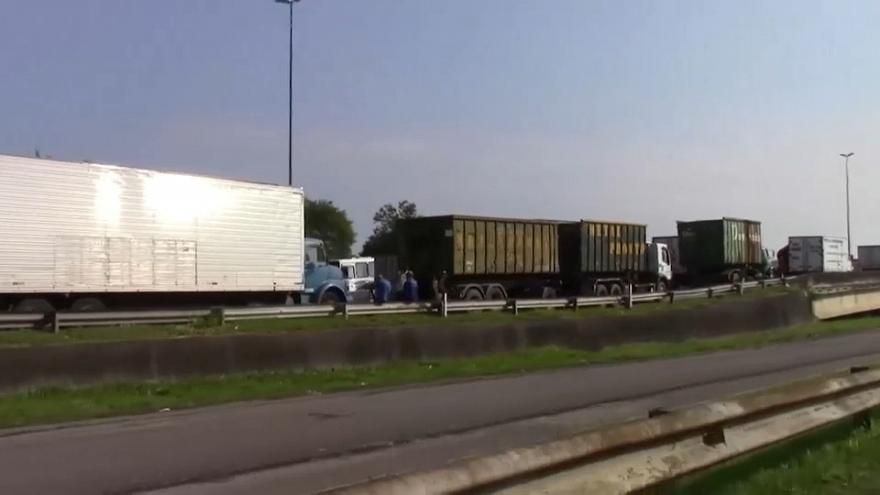 Truck drivers block Brazil's highways in fuel price protest