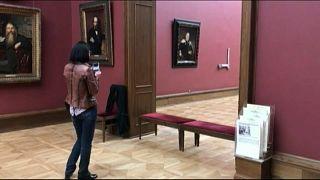 Un hombre daña en Moscú una famosa pintura
