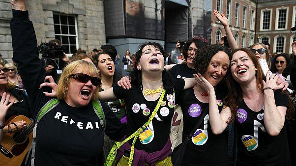Ιρλανδία: Ιστορικό «Ναι» στο δικαίωμα των γυναικών στις αμβλώσεις
