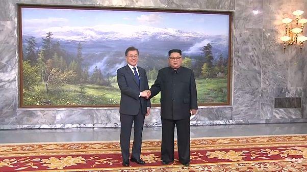 Líderes coreanos reúnem-se em encontro surpresa