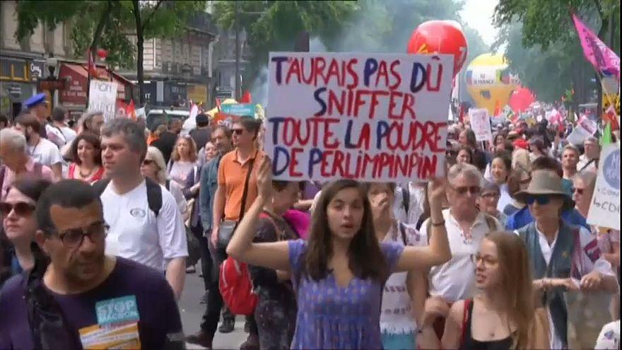Miles de personas se manifiestan en Francia contra las políticas de Macron