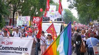Fransa: Emek örgütlerinin çağrısıyla onbinler sokakta