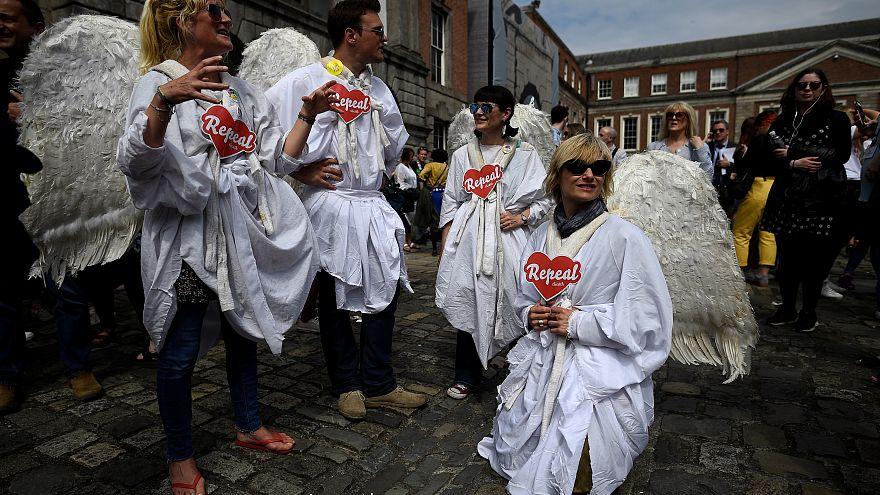 """SIM"" vence referendo ao aborto na Irlanda"
