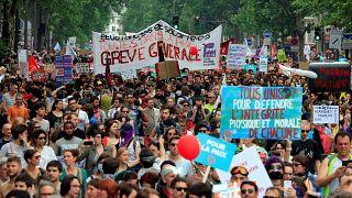 Manifestação em Paris contra políticas de Macron