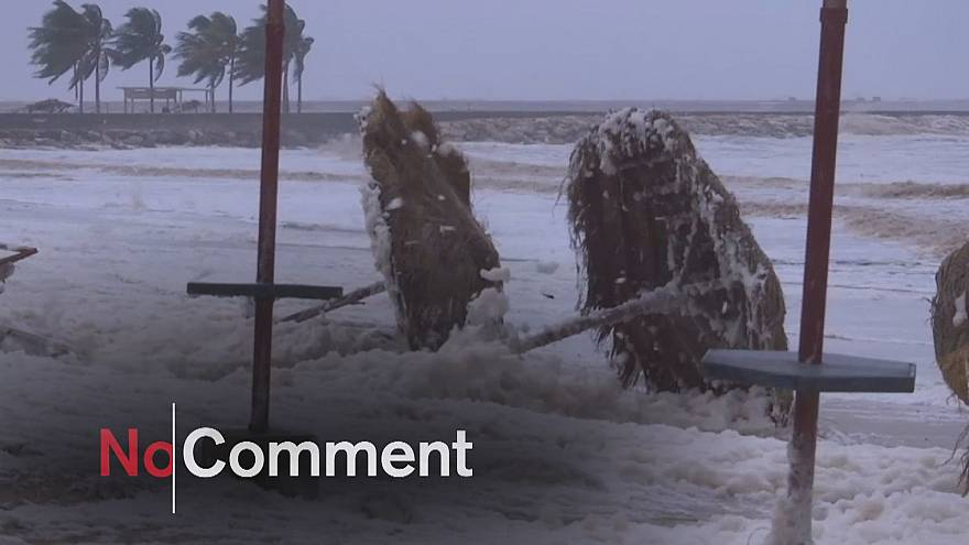 Ciclone faz mortos e estragos em várias cidades