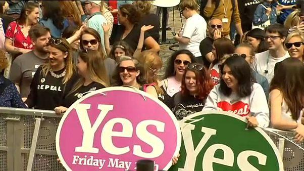 """Son sözü İrlanda halkı söyledi: """"Kürtaj yasağı kaldırılsın"""""""