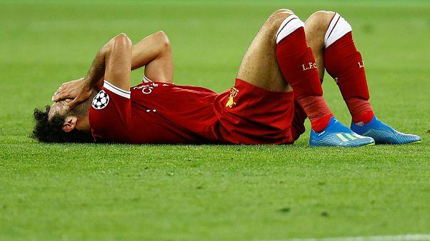 اللاعب المصري محمد صلاح إثر تعرضه للإصابة في نهائي أبطال أوروبا