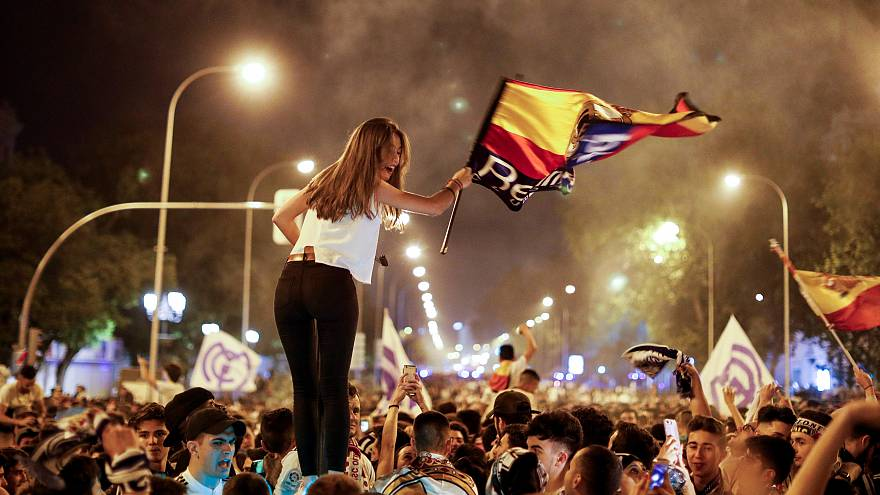 Real Madrid taraftarları şampiyonluğu kutladı