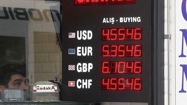إردوغان يدعو الأتراك إلى تحويل أموالهم بالدولار واليورو إلى الليرة